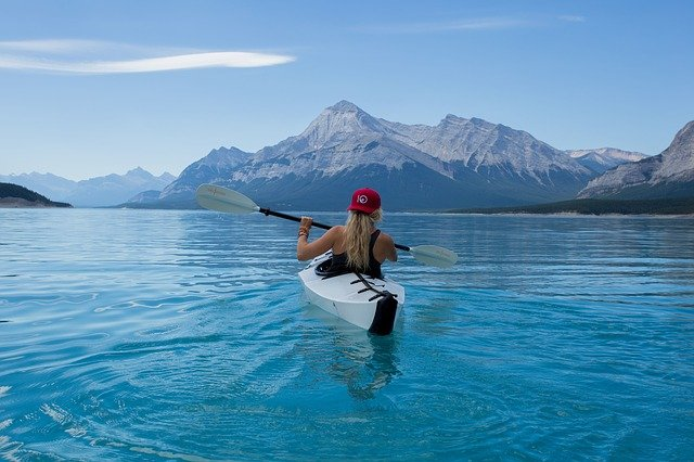Some Types Of Water Sports You Must Try: A Guide